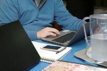 Obligar a realizar un curso fuera del horario laboral no vulnera el derecho a la intimidad según el TSJM