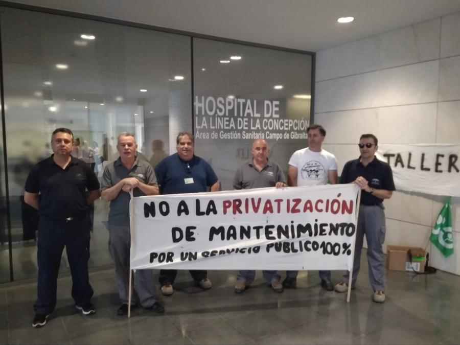 Encierro en el Hospital de La Línea en protesta por la privatización del servicio de mantenimiento